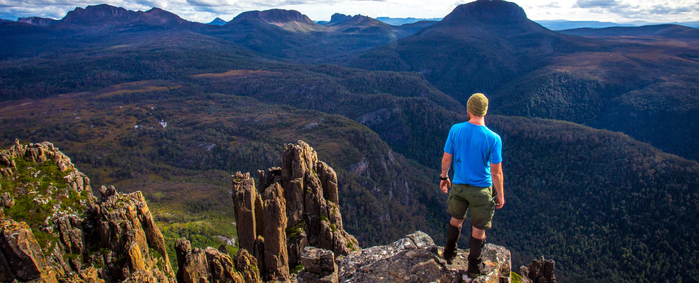 WALKS IN AUSTRALIA OVER THE MOUNTAINS